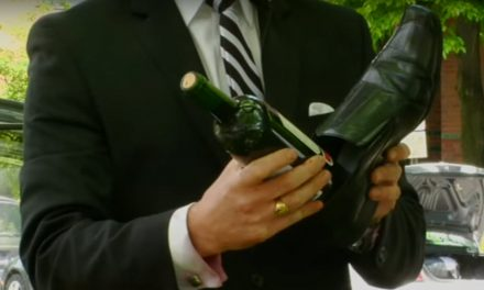 Como abrir una botella de vino con un zapato [Video]
